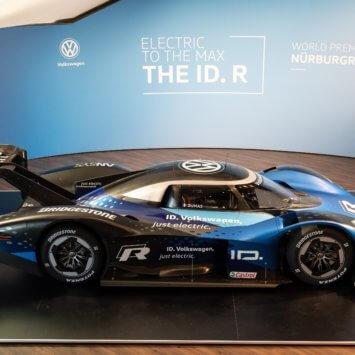 Volkswagen ID. R –  wyczynowy przedstawiciel całej rodziny elektrycznych aut Volkswagena spod znaku ID.